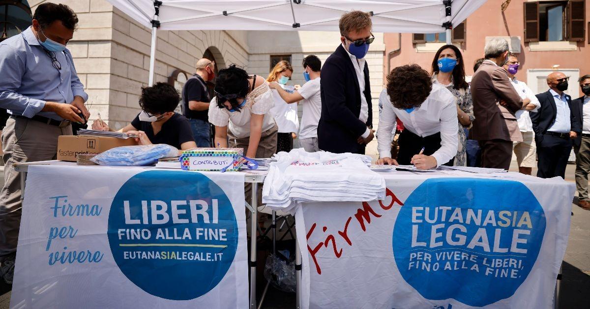 3 cuneesi su 100 hanno firmato per l'eutanasia. Weekend di mobilitazione straordinaria in tutta la Granda!